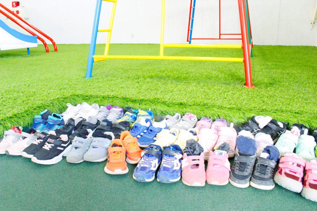 遠足風景靴の写真